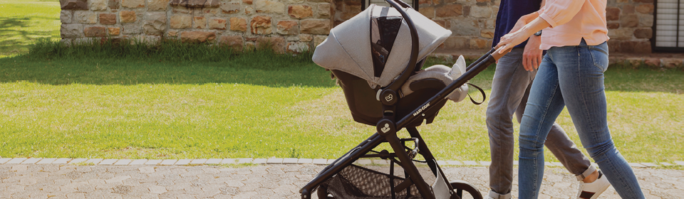 Parents pushing Maxi-Cosi Zelia Max travel system