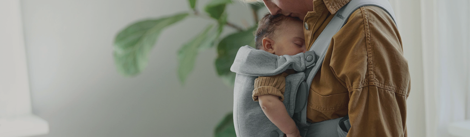 Dad carrying baby in ergobaby structured carrier