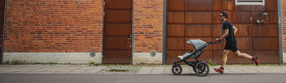 Dad running with a Thule Urban Glide2 stroller